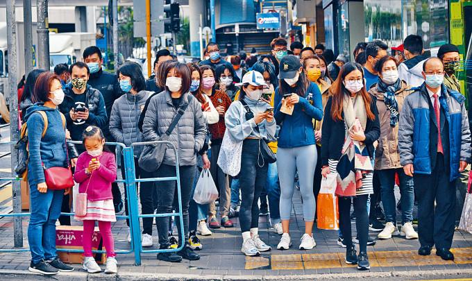 調查顯示,香港四成人訪者願意接種新冠疫苗。
