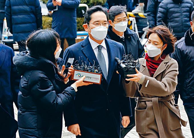 三星電子副會長李在鎔周一抵達首爾法院應訊。