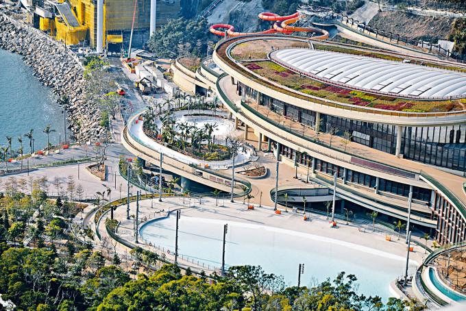 興建已久的水上樂園,最快可於八月開幕。