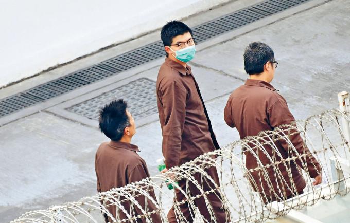 黃之鋒目前正在石壁監獄服刑。