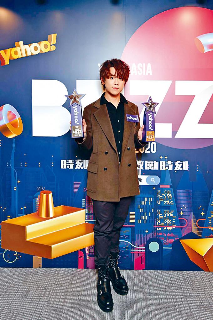 姜濤除了自己得獎外,也代MIRROR領獎。