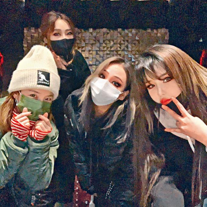 2NE1的4名成員前日重聚並上載照片,令fans感興奮。