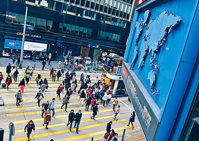 陳茂波預告,明天公布去年十至十二月的最新失業率勢將升破十六年高位。