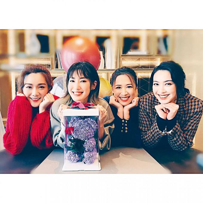 蔣家旻與湯洛雯、岑杏賢及朱千雪極為老友。
