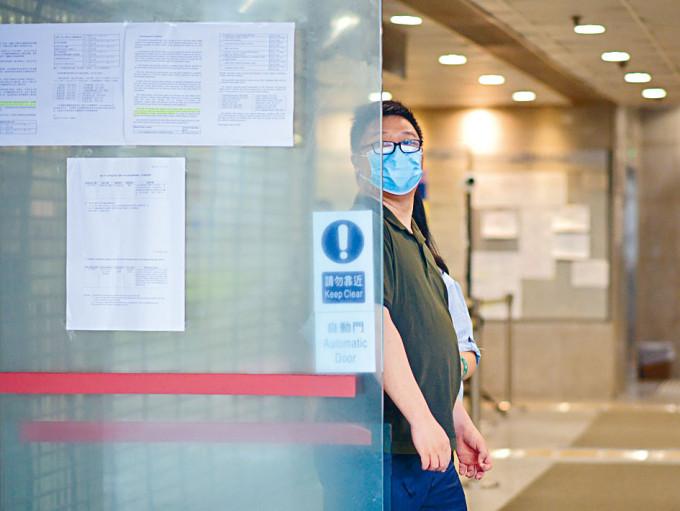 二十四歲被告郭梓賢管有攻擊性武器罪成,還柙至下月判刑。
