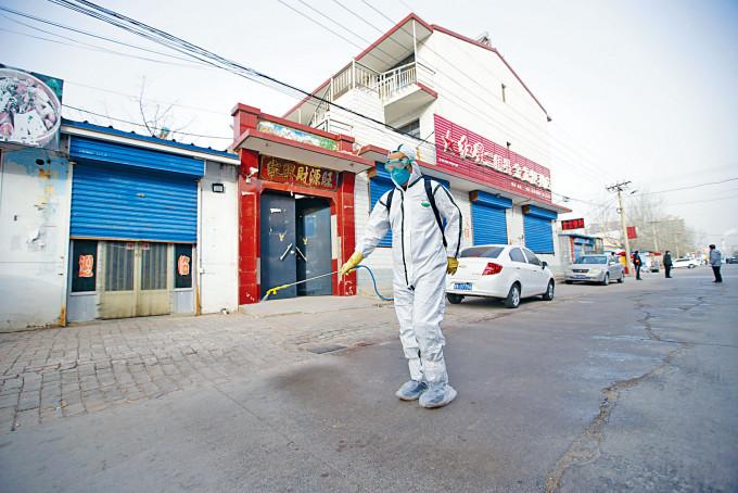 山西晉中市發現河北輸入的病例後,展開大規模消毒。