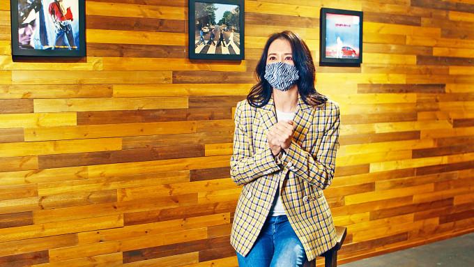 莫文蔚的《呼吸有害》獲頒全球華人至尊金曲獎。