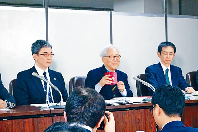 原訴人指日本國籍法不承認雙重國籍屬違憲。