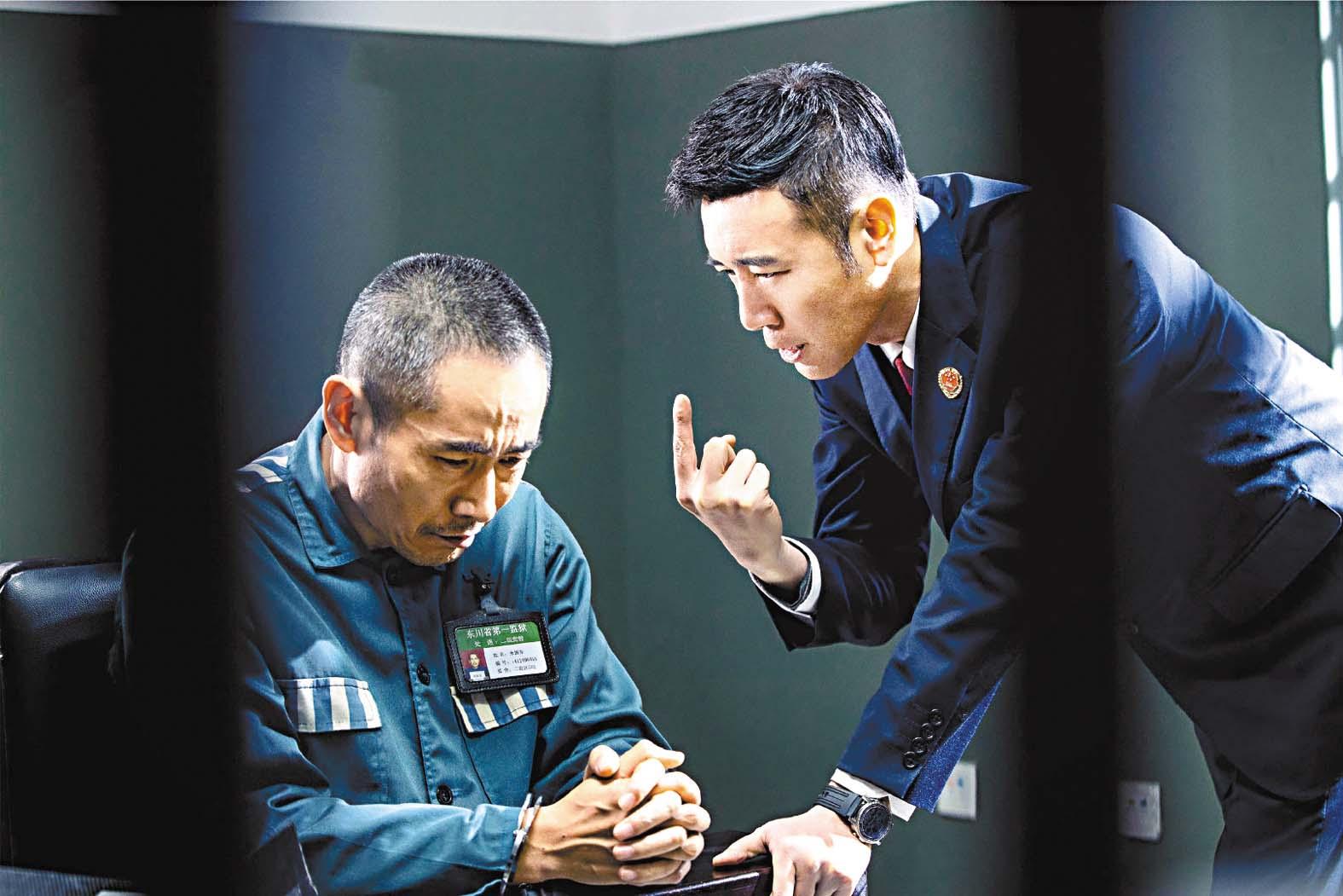 ■于和偉飾演的檢察組組長馮森審問罪犯。 網上圖片