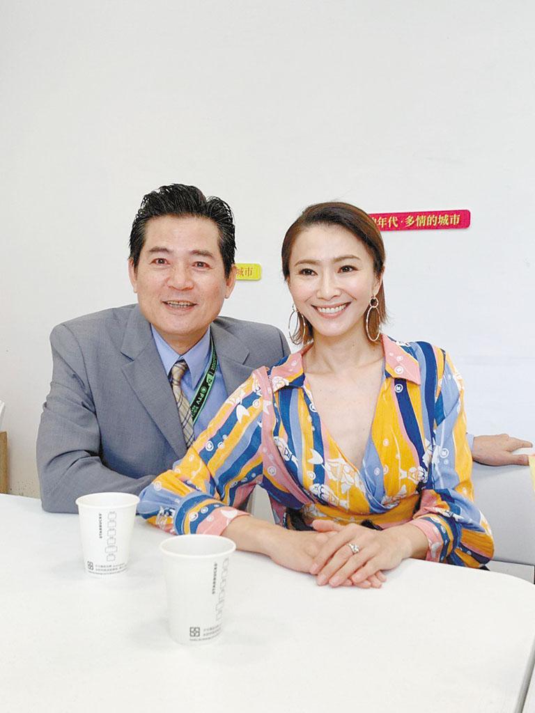 侯怡君(右)和蕭大陸(左)