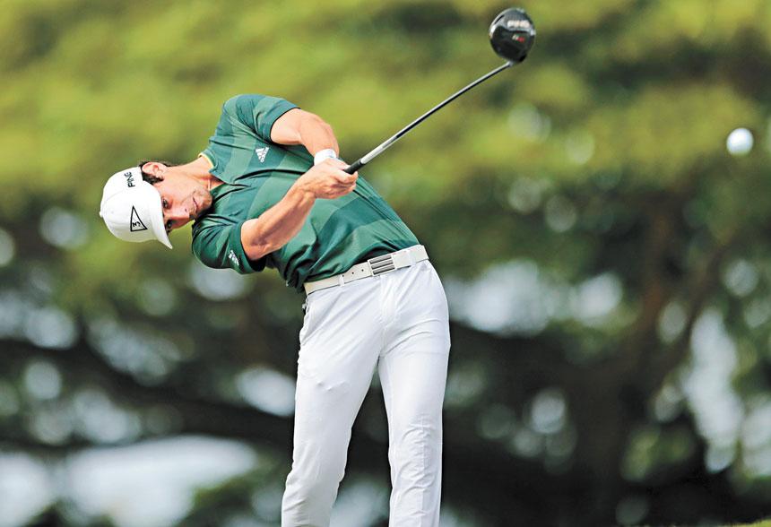 圖為日前在檀香山懷阿萊鄉村俱樂部索尼高爾夫公開賽的最後一輪比賽中,智利選手華金.涅曼在第二桿擊球。美聯社