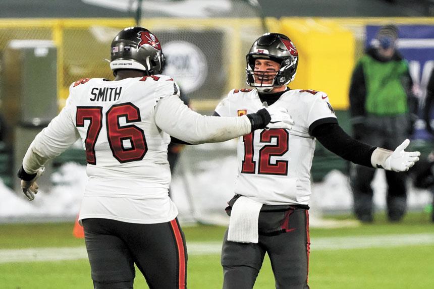 圖為布萊迪與史密斯慶祝坦帕灣海盜隊贏得NFC冠軍賽。美聯社