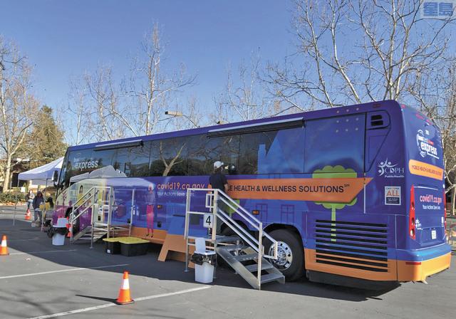 聖縣推出流動巴士檢測站。資料圖片