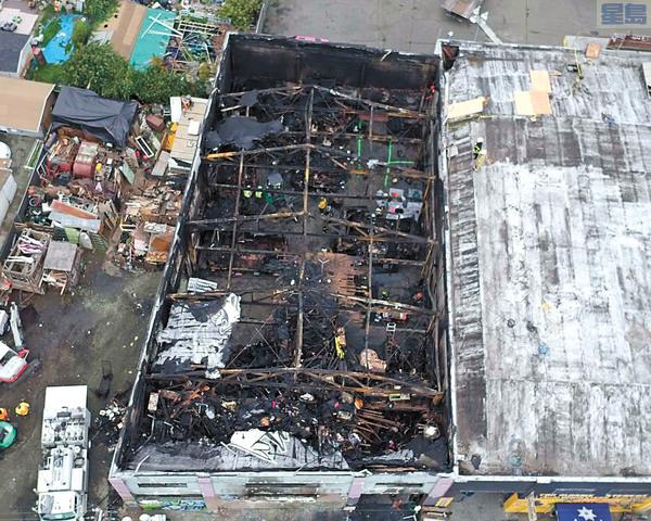 屋崙「鬼船」貨倉大火奪去36條人命。美聯社資料圖片