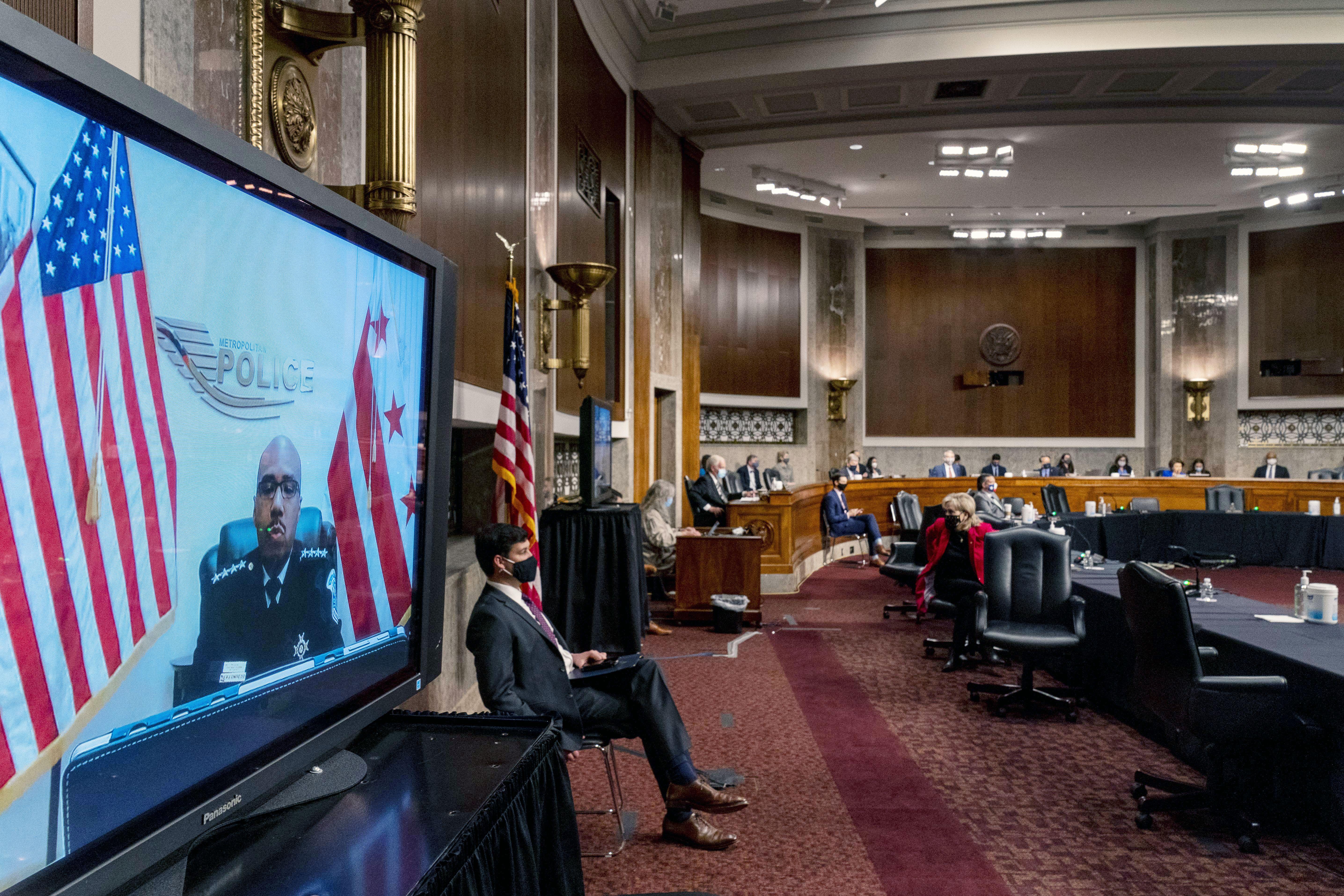 參院規則委員會與國土安全委員會23日舉行聯合聽證會,傳召多名保安官員作供,藉此了解1月6日國會騷亂的來龍去脈。    美聯社