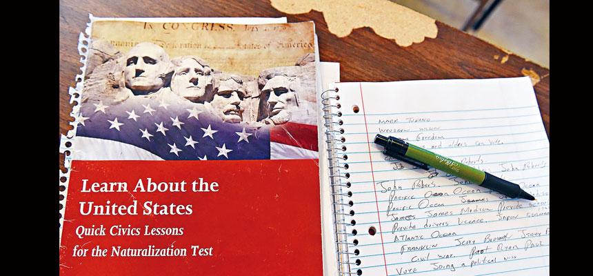 拜登政府宣布取消去年由特朗普政府推出的入籍試,重用2008年版本的試題,新政策會在3月1日生效。資料圖片