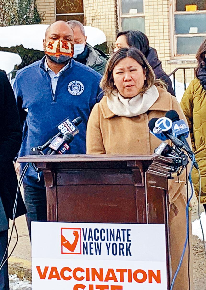 孟昭文呼籲在法拉盛設立新冠肺炎疫苗接種站,方便年長居民注射,對防疫抗疫有重要作用。