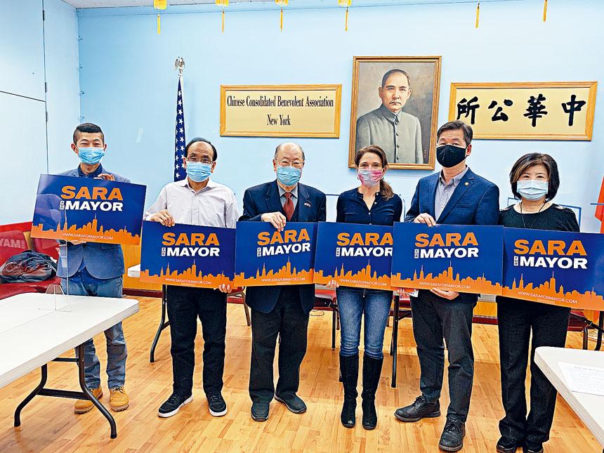 市長參選人田詩薇拜訪中華公所談論自己的政見。