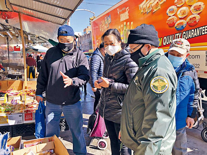 市府多部門官員昨巡訪8大道商店。