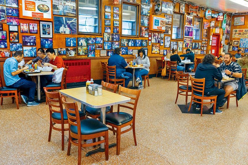 現時全州陽性率已下降至2.85%,包括餐飲等商業活動已逐漸恢復。美聯社