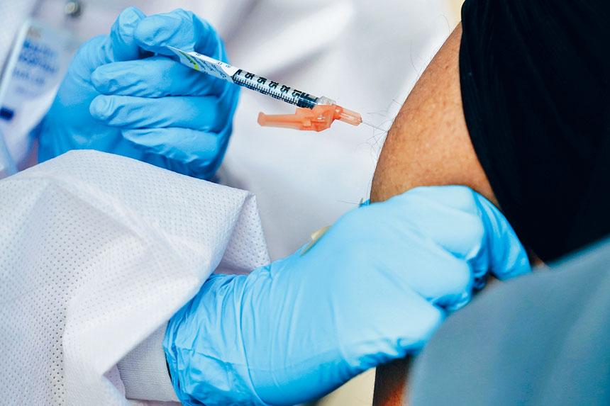 紐約市一天內有逾7.6萬人接種。美聯社