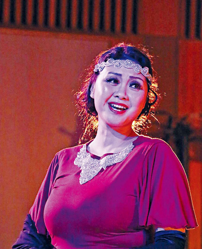 黃靖懿在歌劇「瑪麗薩伯爵夫人」中獨唱的瞬間。受訪者供圖