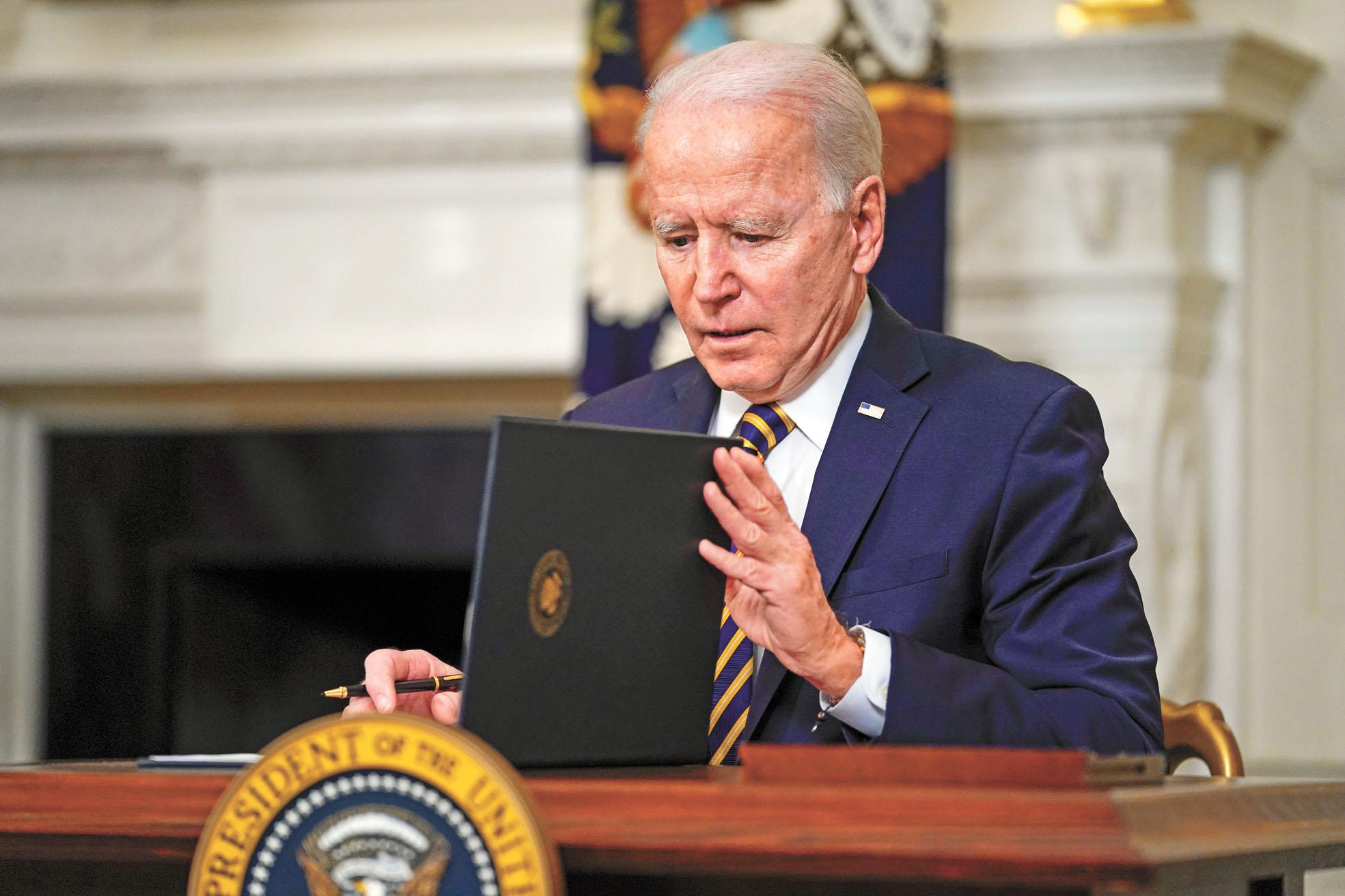 美國總統拜登24日簽署行政命令,強化美國關鍵產業供應鏈。美聯社