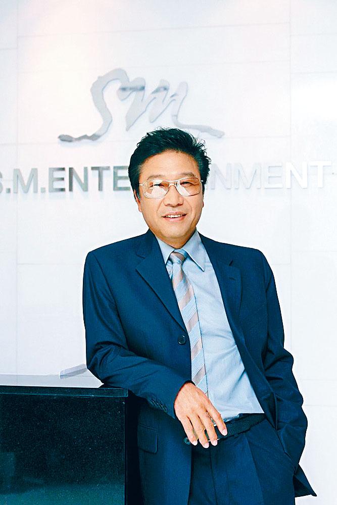 SM娛樂涉漏報稅及使用虛假稅單後,大股東李秀滿列為重點調查對象。