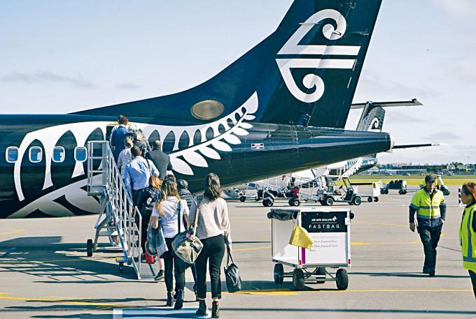 乘客在基督城登上紐西蘭航空客機。