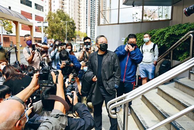 戴耀廷昨到馬鞍山警署報到時,以「無嘢講」回覆記者提問。