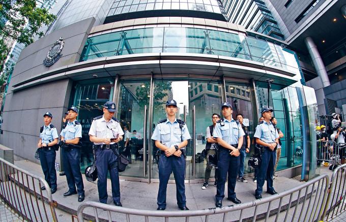 專責止暴制亂的香港警隊,欠缺多達約四千人手填補空缺。