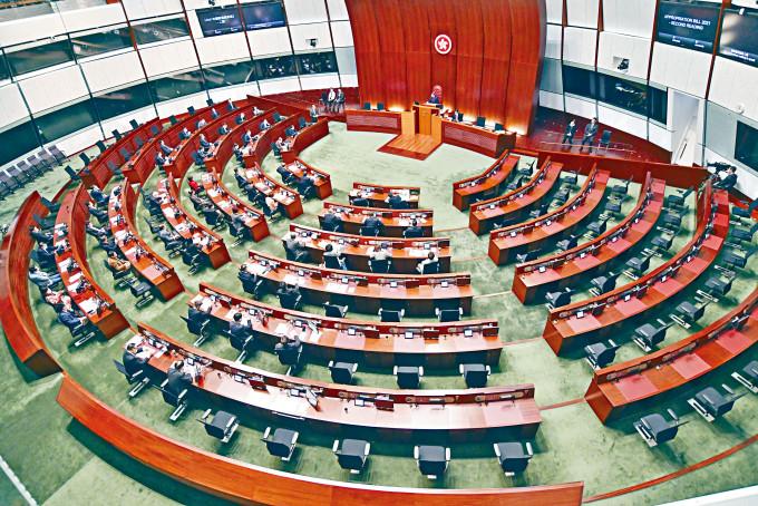 駱偉建認為,選舉制度要為特首提供支持力量,這力量在立法會的組成中須佔有一定數量。