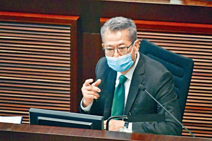 財政司司長陳茂波昨到立法會財務委員會會議,回應議員一系列質詢。