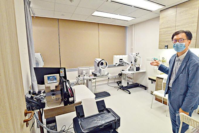 港安醫療中心總經理談偉權介紹,中心內的設施。