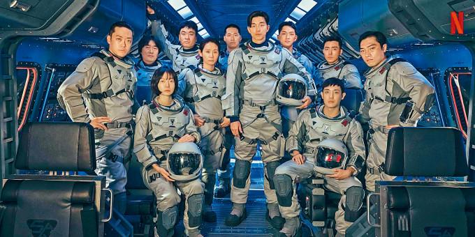 孔劉主演的Netflix新作《寂靜之海》首曝光,他帶領眾太空人型爆現身。