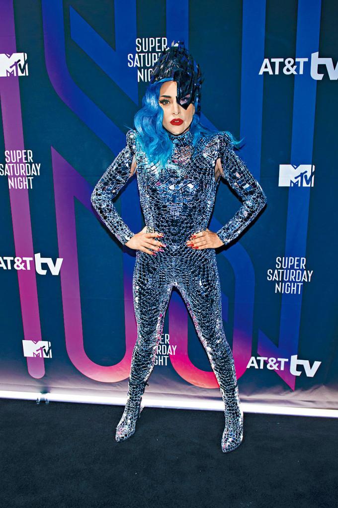身在意大利的Gaga對槍擊事件及愛犬被搶感徹底崩潰。
