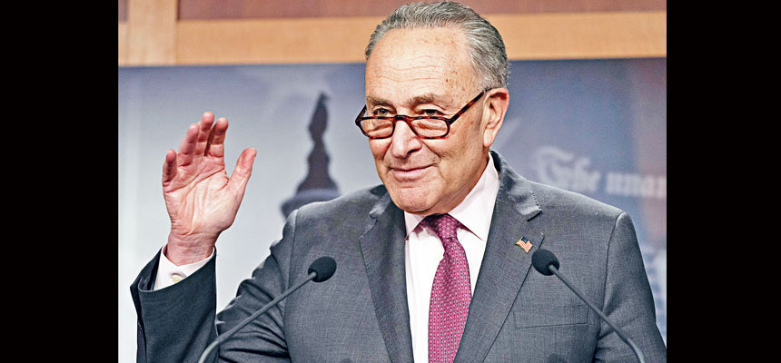 繼眾議院通過1.9萬億元抗疫紓困案後,參議院也將開始審議法案,希望能在3月中聯邦援助屆滿前,通過新的扶助措施。圖為參議院多數黨領袖舒默。美聯社