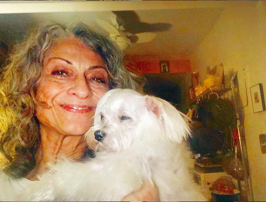 達德瑞斯和她倖存的寵物狗的合影。取自達德瑞斯Instagram