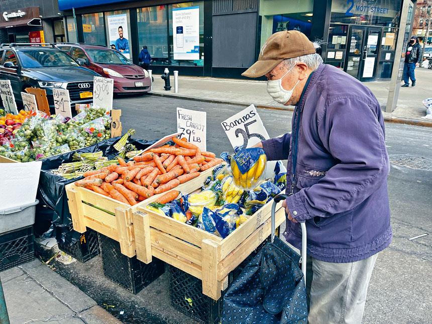 為應對近期猖獗的針對耆老人群的犯罪案件,市警日前推出耆老防罪案手冊助民提防。