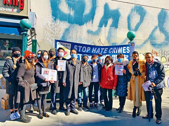多名社區人士來到現場,支持反對針對亞裔的仇恨犯罪。