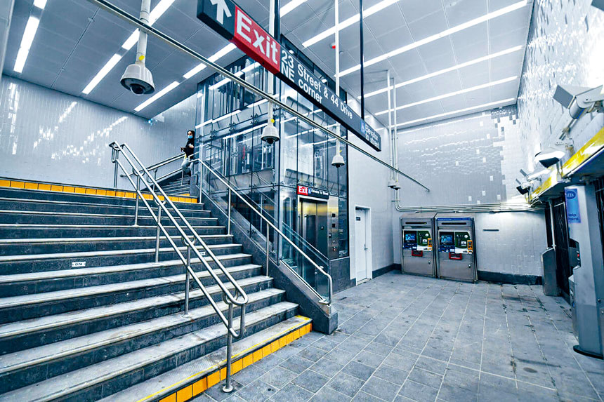 大都會運署與私人發展商合作,在皇后區長島市等法院廣場地鐵站等11站建造升降機無障礙設施。