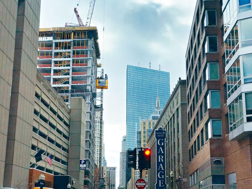位於波士頓中心地段的一座在建房產項目。溫友平攝