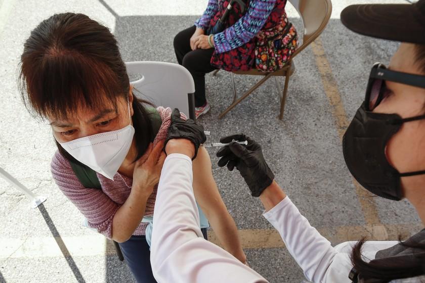 LAUSD 可望在下周末獲得重啟小學所需的教職員疫苗劑量。洛杉磯時報