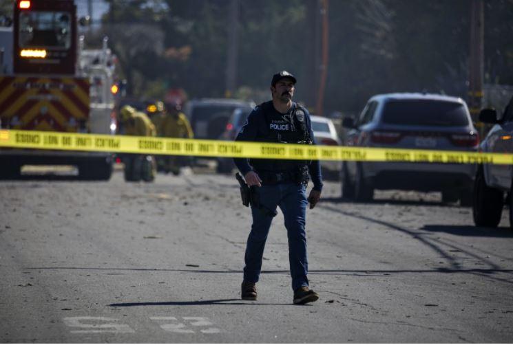 爆炸現場碎片散落一地。洛杉磯時報