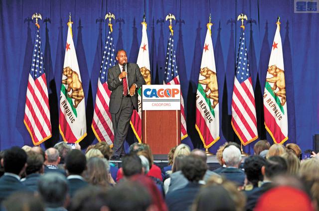 一名非裔女職員控告加州共和黨及其上司種族歧視。圖為2019年加州共和黨大會期間,時任聯邦住房及都會發展部部長卡森到場致辭。美聯社資料圖片