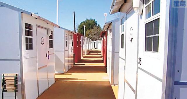 微型避難屋半小時內便可組裝完成。NBC 4