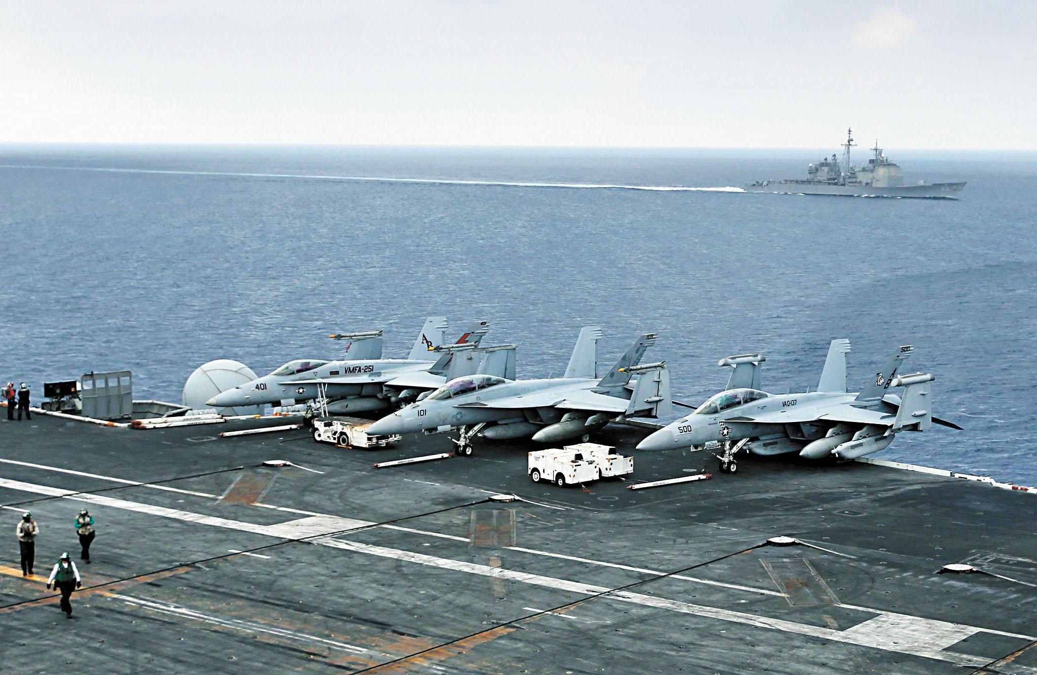 美日兩國磋商最快今年內舉行防衛釣魚島的大規模聯合軍事演習。圖為美軍曾派航空母艦參加美日聯合軍演。美聯社資料圖片