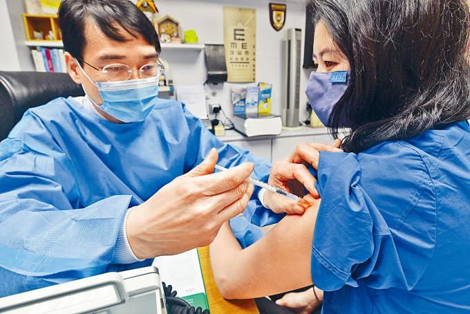 私家診所指,未見市民取消打疫苗。