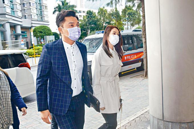 楊明昨日由女友莊思明陪同現身法院。