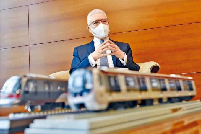 歐陽伯權認為港鐵未來要推新策略,減少出錯機會。
